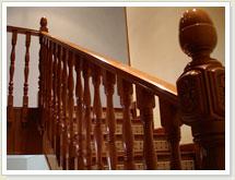 Fabricación, instalación y venta de barandas de madera.
